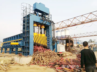Heavy metal scrap baling shear